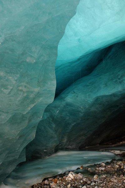 05-Im-Inneren-des-Gletschermundlochs-01-10x15s