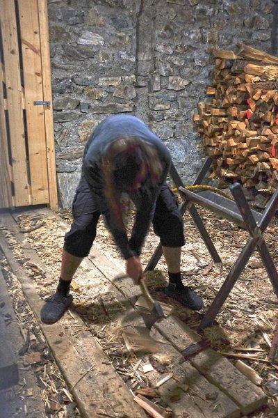 13-Klostertaler-Umwelthütte-02-Holzarbeiter-Jan-10x15s