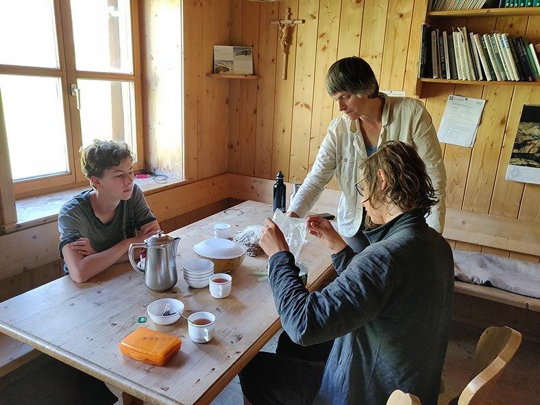 01-Morgen-an-der-Klostertaler-Umwelthütte-10-Küche-10x13s