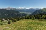 03 Blick ins Haupttal auf Brig und den dahinter liegenden Simplonpass von der Belalp aus. Der Große Aletschgletscher, gut zu erkennen sind die fast vegetationslosen Gebiete oberhalb des Gletschers, sie markieren den ehemaligen Gletscherstand.