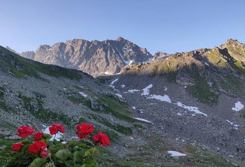 01-Morgenstimmung-Terasse-Silvrettahütte-03-10x15s