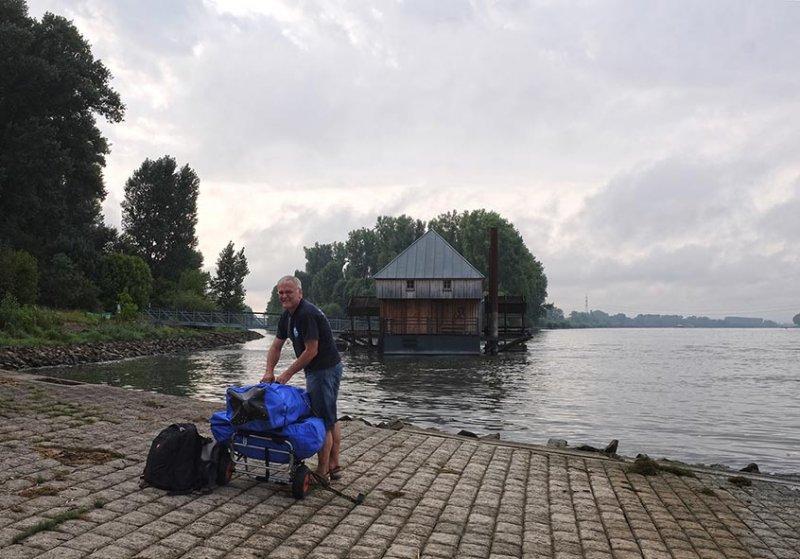 Aufbau Faltboot Einsetzstelle Ginsheim-Gustavsburg 1