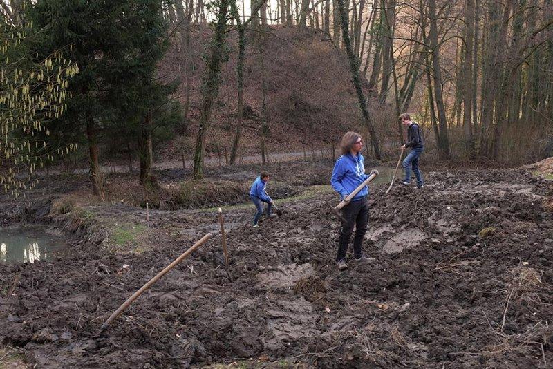 Erdarbeiten mit NAJUs auf den Etzwiesen 3 10x15s