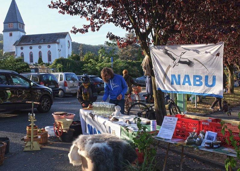 Aufbau NABU-Stand 6 10x15s