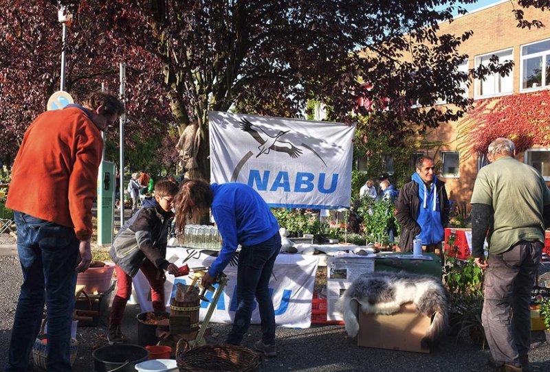 NABU-Stand Pflanzenflohmarkt 2 10x15s