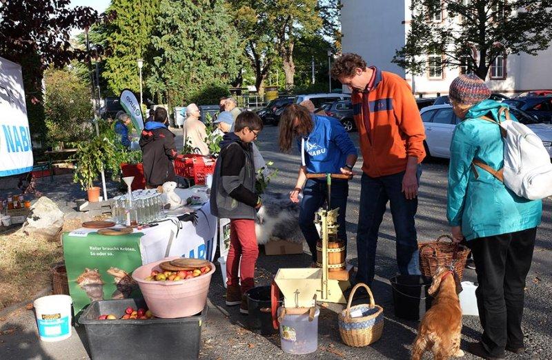 NABU-Stand Pflanzenflohmarkt 7 10x15s
