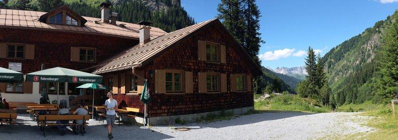 09 Konstanzer Hütte - Vorplatz 1