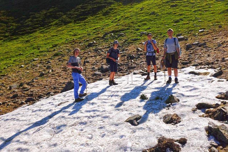 05 Aufstieg zum Pass - Schneefeld 1