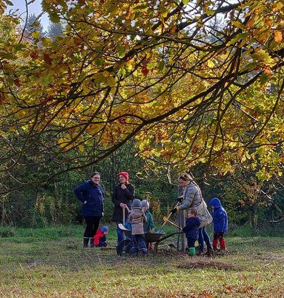 Aktionstag-Wühlmausgarten-Obstbaumscheiben-anlegen-08-10x10s