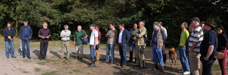 Pflegeeeinsatz im Seeheimer Wald - Eröffnung 2 10x30s
