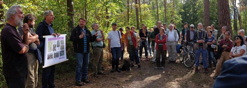 Pflegeeeinsatz im Seeheimer Wald - Rede Michael Stroh 12 10x28s