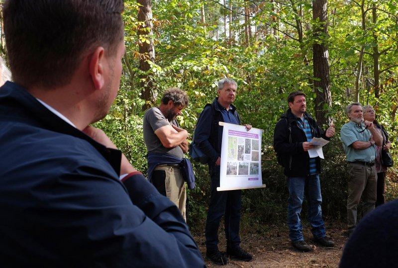 Pflegeeeinsatz im Seeheimer Wald - Rede Michael Stroh 13 10x15