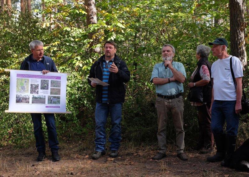 Pflegeeeinsatz im Seeheimer Wald - Rede Michael Stroh 14 10x15
