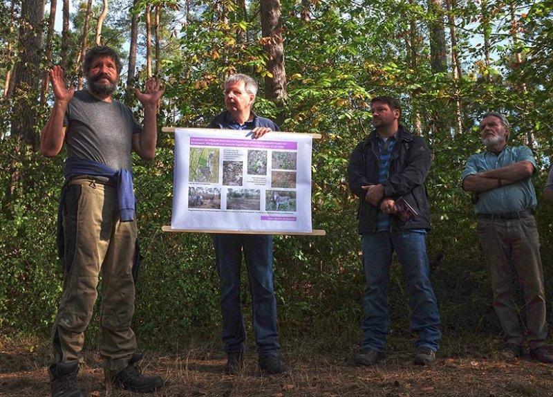 Pflegeeeinsatz im Seeheimer Wald - Rede Reiner Stürz 1 10x14s